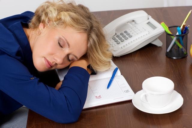 仮眠で生産性アップ!仮眠がもたらすメリットと正しい仮眠方法