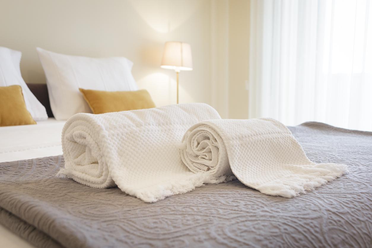 タオル枕は寝違え対策になる?作り方やメリットデメリットなどを紹介