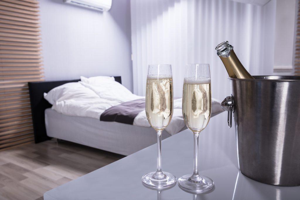 不眠対策にお酒は良いのか!?アルコールがもたらす睡眠への影響