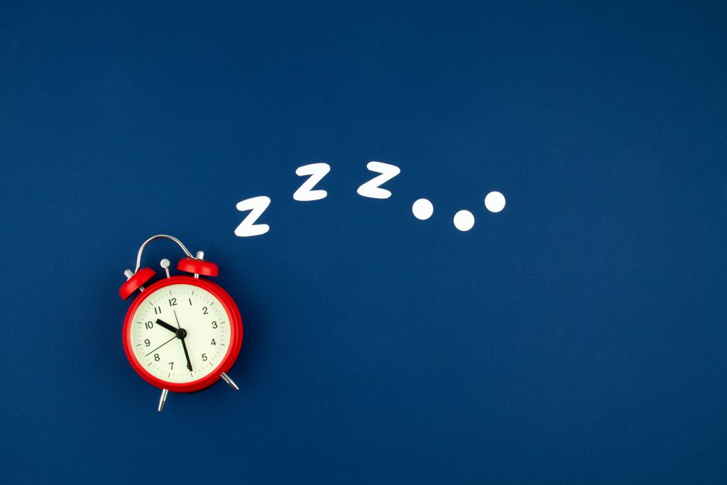 【脱 眠気】最適な睡眠時間を確保して日中の眠気から卒業しよう